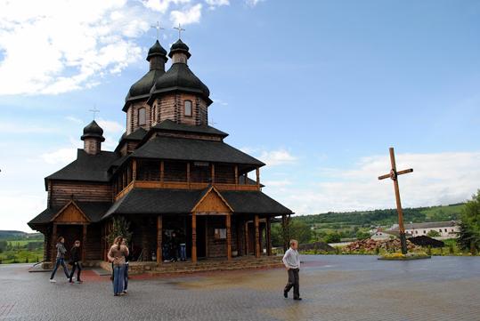Онлайн трансляція богослужінь з храму блаженного Миколая Чарнецького у м. Золочеві