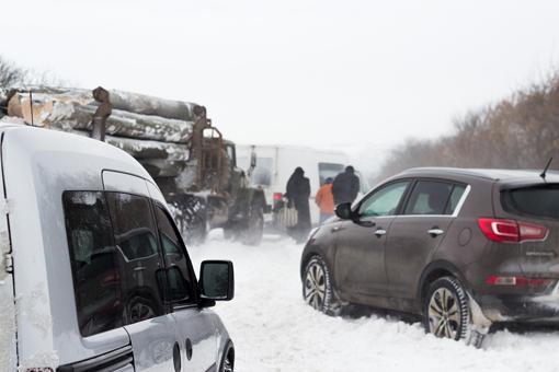 Через сильні снігопади на околицях Золочева виникли затори
