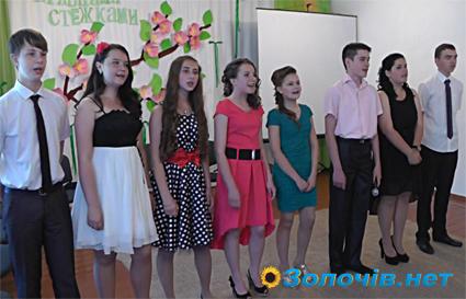 """У НВК """"Школа радості"""" відбувся вечір прощання із випускниками (відео)"""