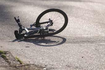 У Бродівському районі внаслідок наїзду іномарки постраждала жінка-велосипедист і малолітня дівчинка