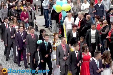 У Золочеві випускний це свято усього міста (відео)
