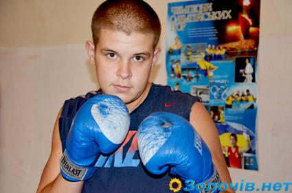 Перемога золочівського боксера