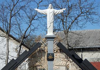 Запрошуємо Вас взяти участь у молебні біля пам'ятника «Родинне дерево»