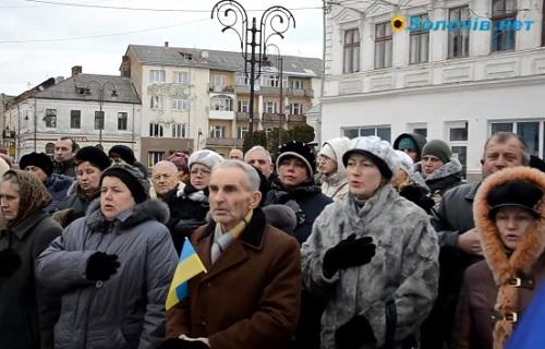 У Золочеві кожного дня продовжують збиратися люди на Євромайдані (відео)