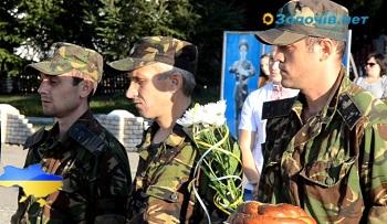 У Золочеві зустрічали військових, що були понад 50 діб у зоні АТО (відео)