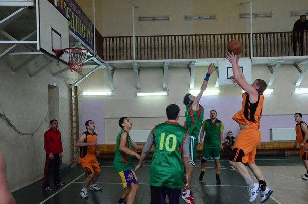 """Баскетбольний клуб """"Золочів"""" бере участь у міжрайонних змаганнях (відео)"""