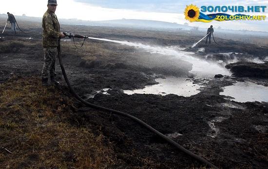 Золочівські рятувальники продовжують боротьбу з горінням торфу (відео)