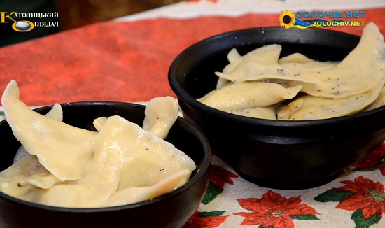 Суботня кухня: готуємо пироги з маком та горіхами (відео)