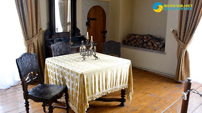 Декорування тканинами та килимами великого палацу Золочівського замку