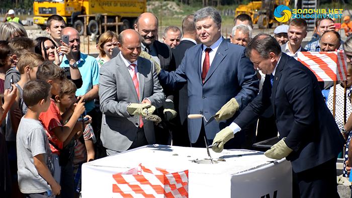 Президент  заклав капсулу на будівництві нового заводу  ТзОВ «Електроконтакт Україна» у Бродах