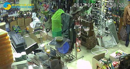 Золочівська поліція встановила особу чоловіка підозрюваного у крадіжці