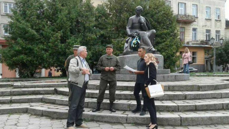 У серпні було зобов'язано міську раду прибрати з площі Вічевої атракціони