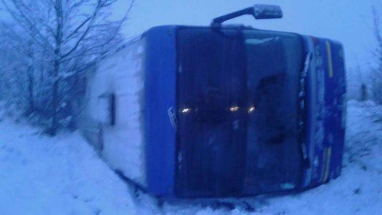 У Миколаївському районі перевернувся автобус