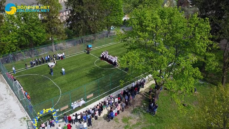 На Золочівщині відкрили спортивний майданчик