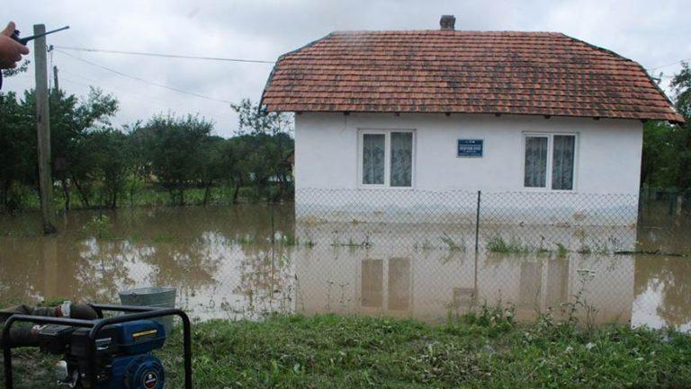 Внаслідок дощів у двох районах області відбулось підтоплення будинків
