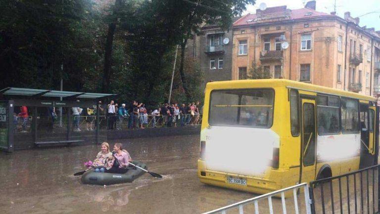 У Львові затопило вулиці