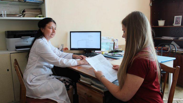 Триває кампанія з підписання декларацій із лікарями у Золочівському районі