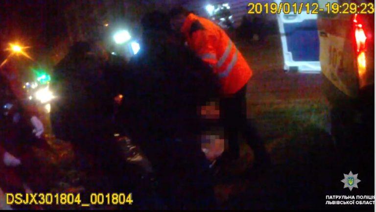 У Львові на світлофорі чоловік хотів вкоротити собі віку