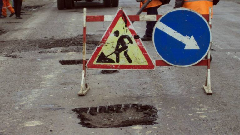 Щодо ремонту автомобільних доріг у Золочівському районі