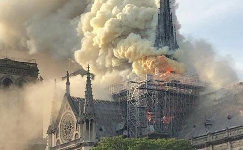 У Парижі загорівся Собор Паризької Богоматері