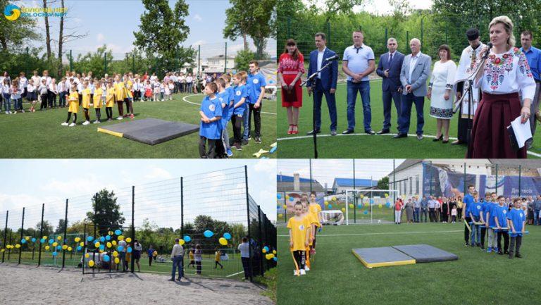 У селі Струтин відкрили міні-футбольне поле (відео)