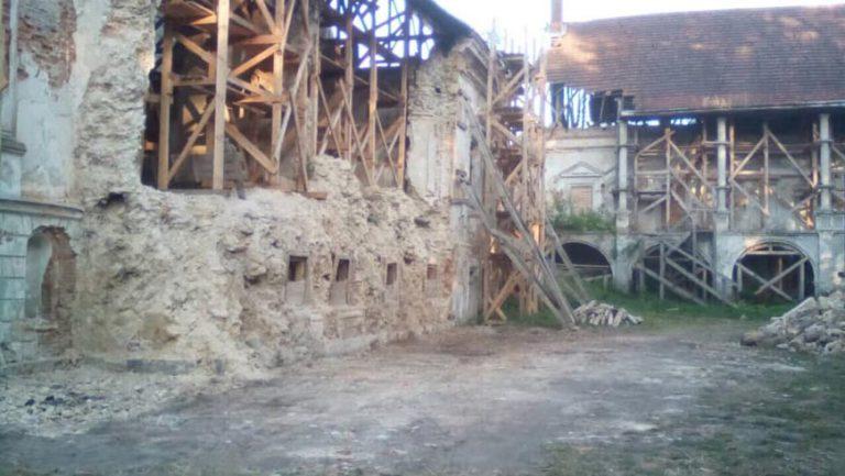 Розібрано завали східного крила Поморянського замку
