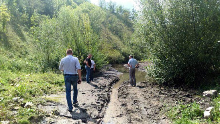 Комісія оглянула, як проводять роботи по розчищенню річки на Поморянщині