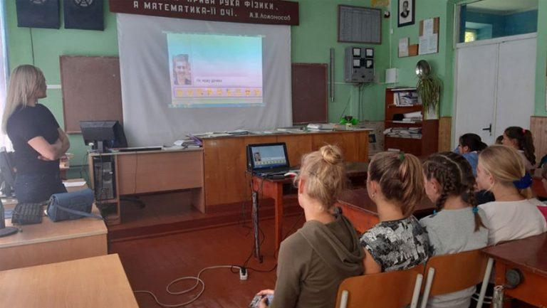 У Золочівському районі проводять бесіди із школярами про булінг та кібернасильство