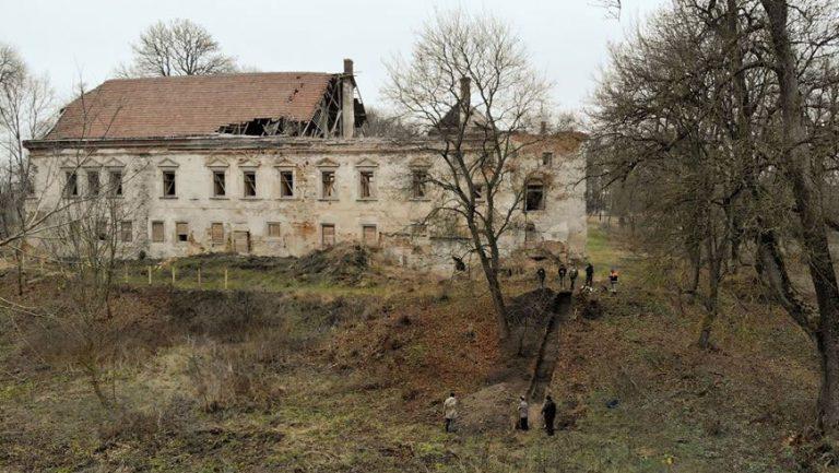 На території Поморянського замку розпочали дослідження