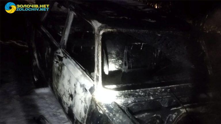 У Золочівському районі згорів автомобіль (відео)