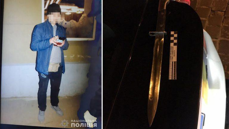У Львові поліція затримала прокурора з наркотиками та багнетом-ножем