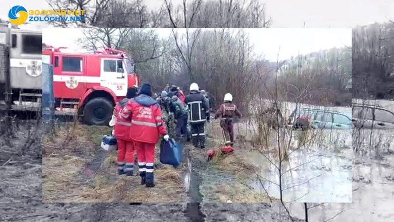 На Львівщині під час переїзду річки знесло течією автомобіль (відео)