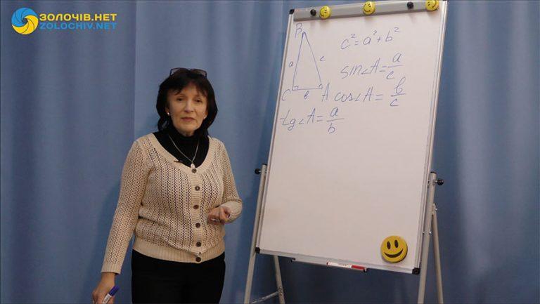 Відеоурок з геометрії для 8 класу: Розв'язування прямокутних трикутників