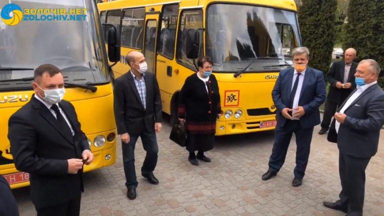 Наживо: дві школи Золочівщини отримують нові «Школярики» (відео)