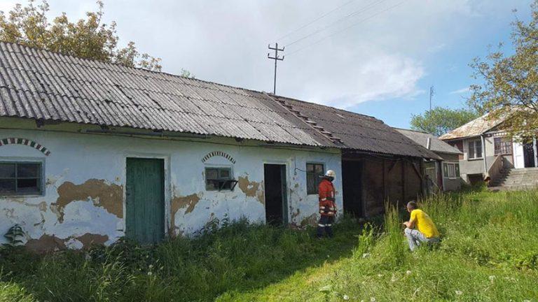 У Золочівському районі горіла будівля