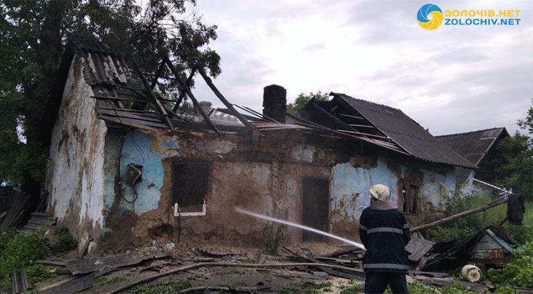 У Золочівському районі згорів будинок (відео)
