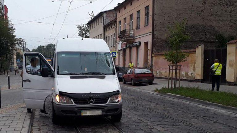 У Львові внаслідок наїзду двох автомобілів загинула жінка