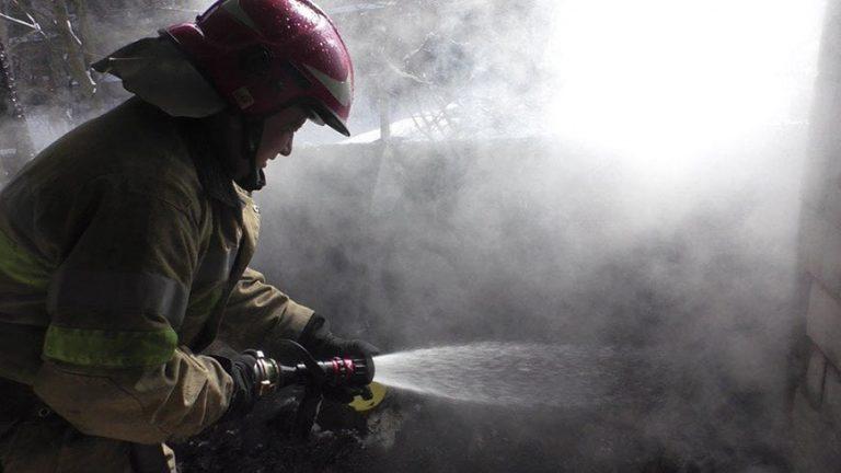 У Золочівському районі вогонь знищив господарську будівлю