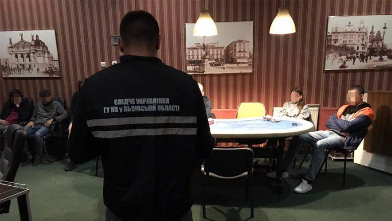У Львові правоохоронці припинили діяльність підпільного картярського клубу