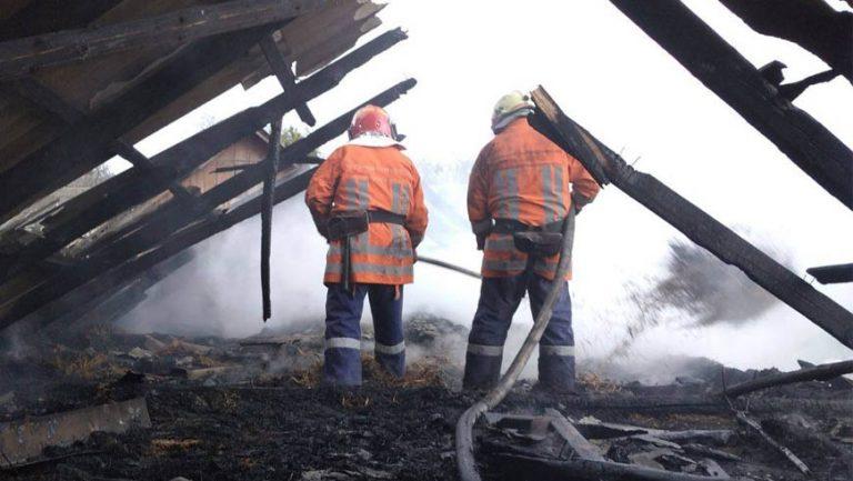 У Золочівському районі внаслідок пожежі чоловік отруївся продуктами горіння (відео)
