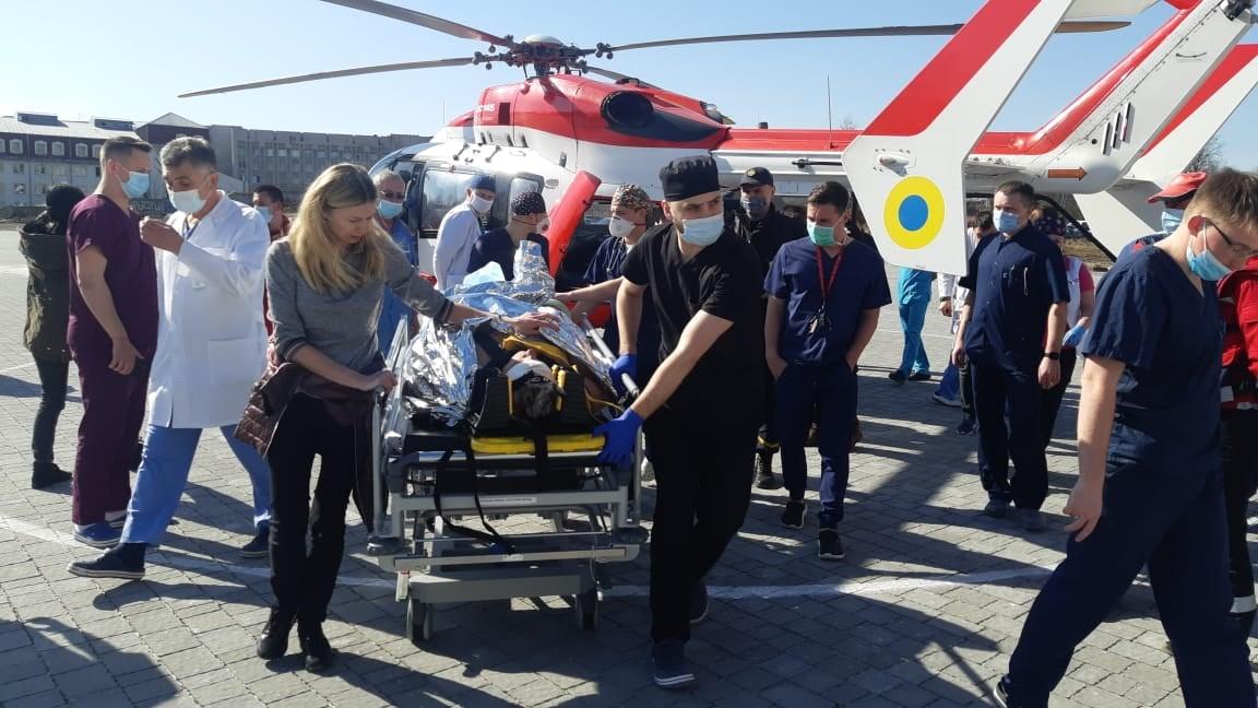Травмованого внаслідок ДТП чоловіка транспортували гвинтокрилом із Бродів до Львова