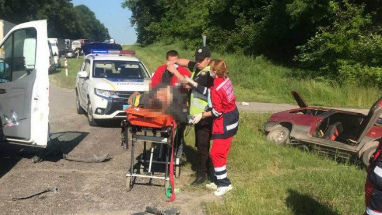 ДТП у Золочівському районі: водій автомобіля ВАЗ помер