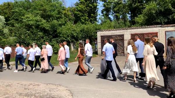Наживо: хода випускників Золочівського коледжу (відео)