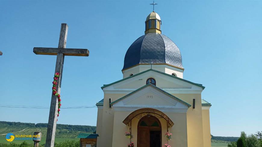 Церква святих апостолів Петра і Павла в с. Опаки