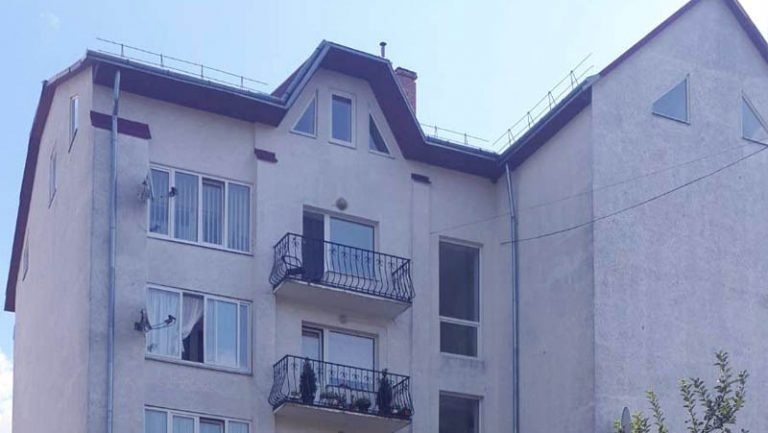 Продається 5-кімнатна квартира