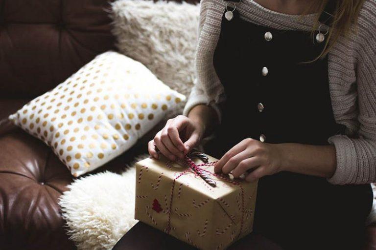Що купити подрузі на День народження: ідеї подарунків на День народження