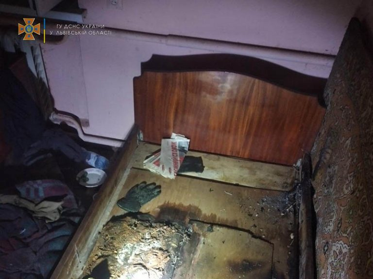 У Золочівському районі пожежники врятували з задимленого будинку 2 людей