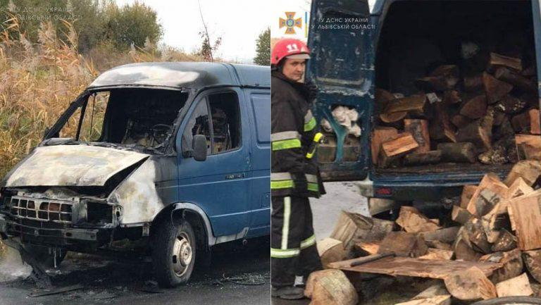 На Львівщині горів автомобіль з дровами