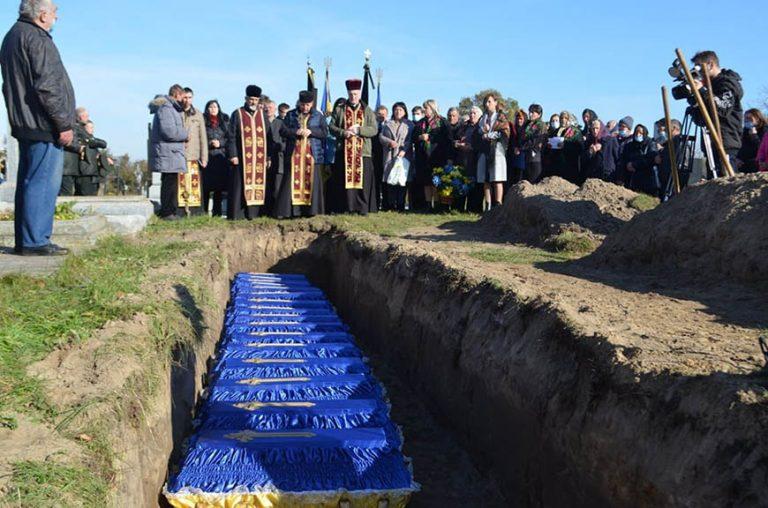Перепоховали останки 16-ти воїнів УПА віднайдені у Золочівському районі